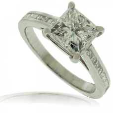 Platinum 1.51ct Princess cut Diamond Ring with set Shoulders