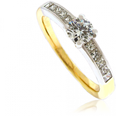 18ct Gold Solitaire Diamond Ring with Princess cut Shoulders